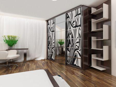 Деревянный шкаф-купе с зеркалом
